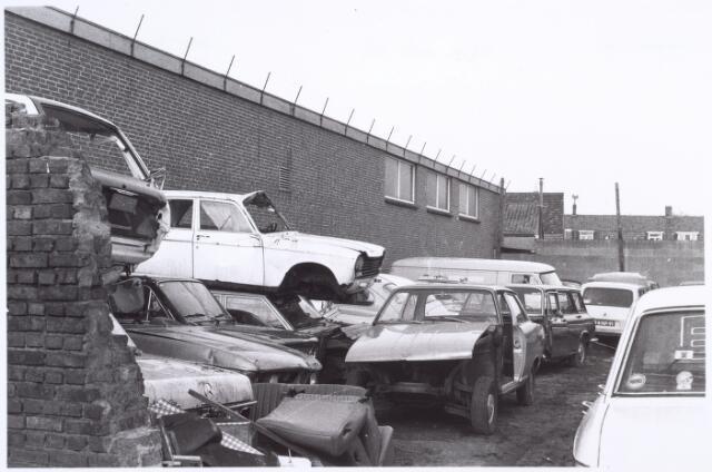 017199 - Sloopauto´s op het terrein van garage Havermans aan de Capucijnenstraat