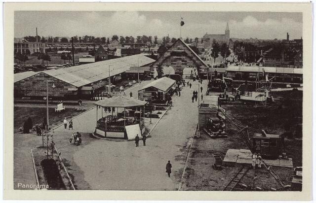 003332 - Overzicht van het tentoonstellingsterrein van de Internationale Tentoonstelling voor Handel en Industrie Stad Tilburg 1934.' In het midden de toegangspoort. Op de achtergrond de Sacramentskerk aan de Ringbaan-Oost.