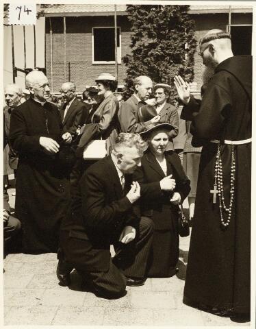 050182 - Priesterwijding bij de capucijnen in Biezenmortel, Udenhout.