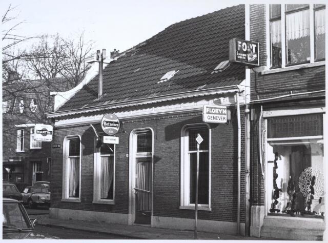 024642 - Korvelseweg nabij het St. Annaplein, met op de hoek het bekende café, later cafétaria, D'n Engel