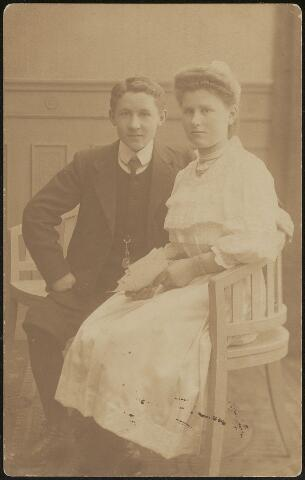 603716 - Thomas J.M. (Tilburg 1894-1959) en Adriana Maria (Tilburg 1893-Diessen 1936) Thijs, kinderen van Hubertus Johannes Thijs en Maria Martina de Beer. Adriana werd geestelijke en ging verder onder de naam zuster Maria Padua.