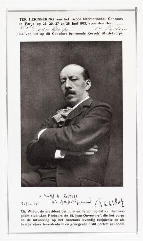 006970 - Portret van J.J.F. van Gorp als bewijs van tevreden en genegenheid aangeboden door Ch. Widor, president van de jury van het Groot Internationaal Concours te Parijs.  Jan van Gorp (vioolbouwer te Tilburg) lid van het Kessels´ Muziekkorps.