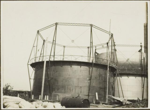 104616 - Energievoorziening. Nieuwbouw Gasfabriek Oosterhout. de nieuwe gashouder bedrijfsklaar.