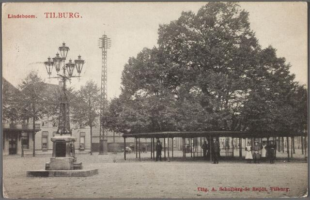 011174 - Heuvel met lindeboom. Op de voorgrond links de lantaarn en drinkfontein, onthuld in 1902 als monument voor burgemeester Jansen. De lantaarn werd in 1924 verplaatst naar de Markt.