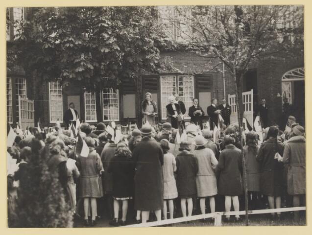 075505 - Koninklijk bezoek. Koningin Moeder Emma bezoekt Oisterwijk  op 19 mei 1930 Kinderhulde.