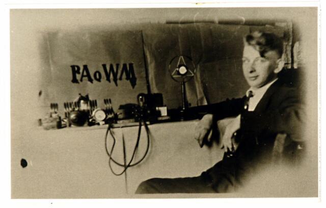 054607 - Radio. De Tilburgse zendamateur Tinus Wijdemans.