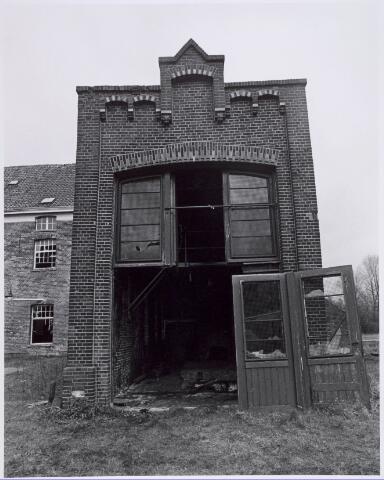 022180 - Textiel. Sloop van wolspinnerij Pieter van Dooren aan de Hilvarenbeekseweg in 1975. Hier de machinekamer