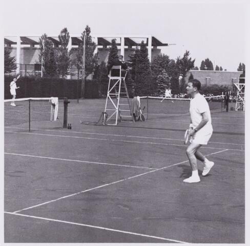 053982 - Sport. Tennis. Tennisbaan aan de Goirleseweg in het Sportpark;