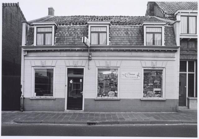 019318 - Dierenwinkel van L. Denissen in de Goirkestraat anno 1975
