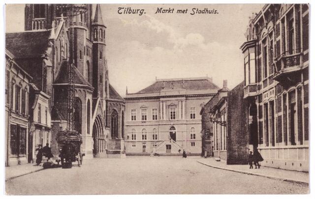 001855 - Oude Markt, voorheen de Markt met de kerk van het Heike en het voormalige gemeentehuis, recths de woning van fabrikant A. van Spaendonck-Brouwers. Daarnaast de winkel van Johanna Maria van Roessel.