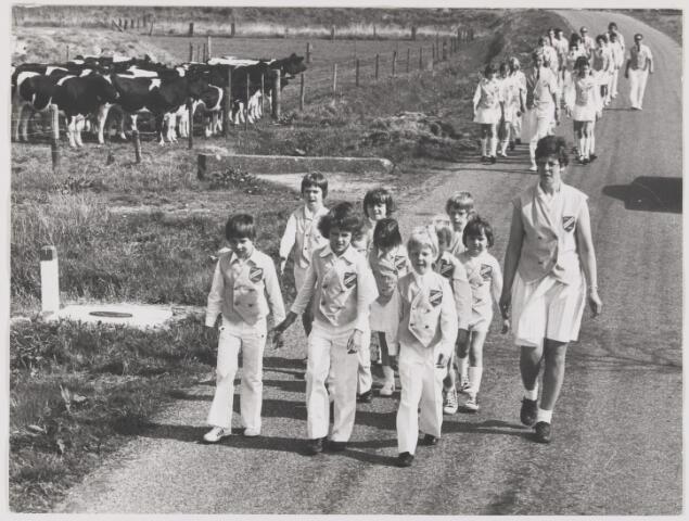 082116 - Wandelsport. leden van wandelsportvereniging Cresendo uit Rijen in actie
