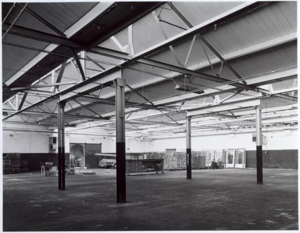 015143 - Interieur van een voormalige fabriek aan de Bisschop Zwijsenstraat