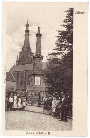 002493 - Gedenknaald voor koning Willem II op de hoek Monumentstraat-Paleisstraat. Op de achtergrond de kerk van het Heike.