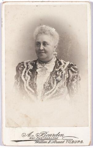 005261 - Maria Francisca Jacoba Smits, geboren Breda 28 februari 1840, overleden Tilburg 25 oktober 1906, trouwde op 17 augustus 1864 met Wilhelmus Petrus Adrianus Mutsaers geboren Tilburg 3 augustus 1833, overleden Tilburg 12 februari 1907, burgemeester Tilburg december 1901-februari 1907