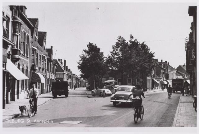 014244 - St.-Annaplein. Links de Trouwlaan en rechts de Korvelseweg. In de gevel van een van de huizen links vooraan is een gedenksteen aangebracht dat herinnert aan de tijd dat Vincent van Gogh hier heeft gewoond toen hij in Tilburg studeerde aan de HBS