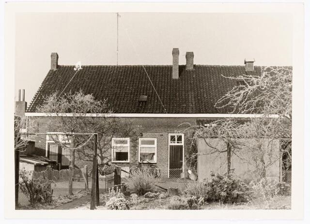 039840 - Achterzijde van woningen aan de Groenewoudstraat eind 1968