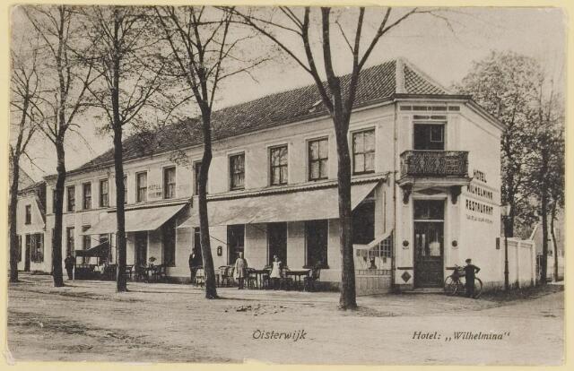 """073658 - Hotel """"Wilherlmina"""" destijds gevestigd op de hoek Dorpsstraat/Stationsstraat."""