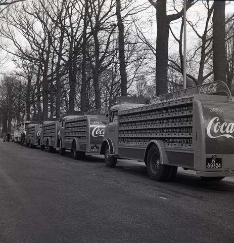 654583 - Industrie. Vrachtwagens van Coca-Cola/Exota.