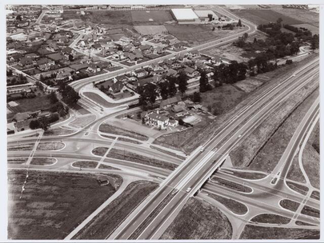 062543 - Luchtfoto van de aanleg van het viaduct over de Heukelomseweg