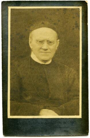 604799 - Bidprentje. Frater Maria Andreas, beter bekend als Frater Andreas. Geboren als Joannes van den Boer op 24 november 1841 te Udenhout. In 1859 trad hij in bij de congregatie van de faters van Tilburg en werd in 1863 geprofest. Frater Andreas overleed in het fraterhuis van het Heilig Hart van Jezus te Tilburg op 3 augustus 1917.  In 1919 werd het proces tot zaligverklaring van frater Andreas in werking gezet.