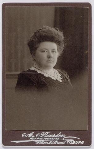 044223 - Maria Joanna Josephina de Beer (1877-1968) gehuwd met Auguste M.J.H.R. de Steenhuyzen Piters.