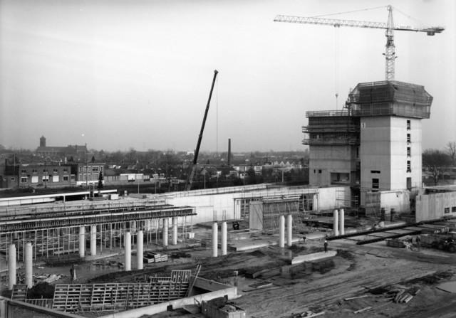 1238_F0333 - Bouwwerkzaamheden in Tilburg. Nieuwbouw Interpolis aan de Spoorlaan.