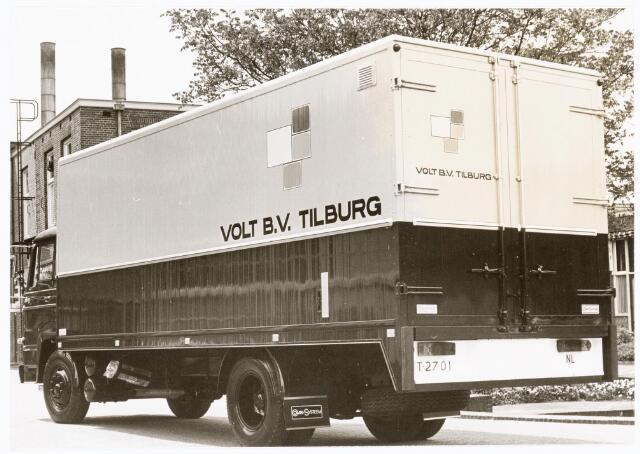 039255 - Volt. Hulpafdelingen, Vrachtwagens. Vervoer, Expeditie, Logistiek. DAF vrachtwagen kenteken T-27-01 op complex Zuid gefotografeerd voor het vijvertje.ca. 1970. N.B. Is de achterzijde van de zelfde vrachtwagen op foto 039252 .