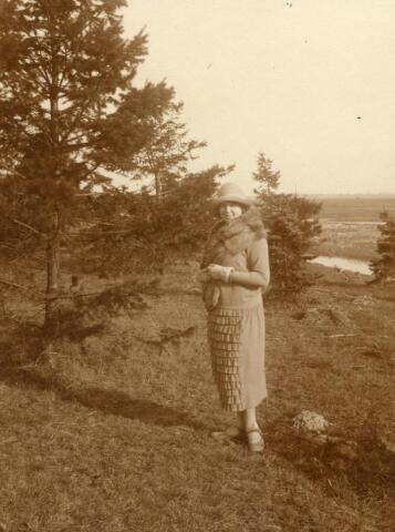 600714 - Mary Catharina Anna Francisca Kolfschoten (geb.1908), verpleegster van beroep, dochter van jkvr. Mary Kolfschoten-Verheyen.   Kasteel Loon op Zand. Families Verheyen, Kolfschoten en Van Stratum