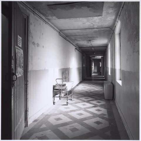025302 - Interieur van het voormalige St. Rochus Gasthuis aan de Lange Nieuwstraat kort voor de sloop