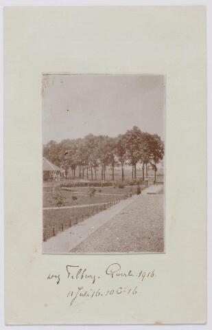 """043978 - Het terrein van de Generaal Kromhoutkazerne aan de Bredaseweg. Links een detail van de muziekkiosk op dit terrein. Onder de foto staat ten onrecht """"weg Tilburg-Goirle""""."""