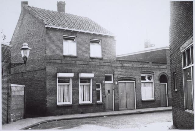 025896 - Panden Lindenstraat 2 (links) en 4 (rechts)
