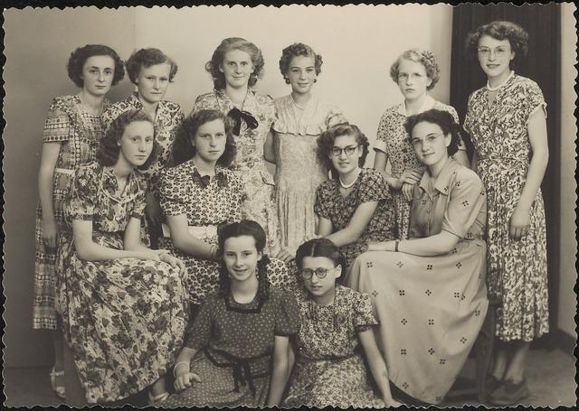 603619 - Klas van de Sint Jozef-Ulo, meisjesschool Oude Dijk. Op de achterkant van de foto zijn de volgende namen geschreven: R. van de Sande, B. Vugs, Cremers, Jo Chambon, Trimbach, M. Peek.
