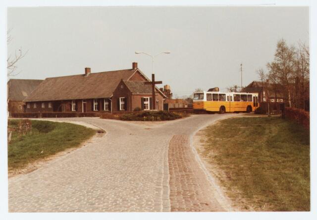 063049 - Kruising van  de Udenhoutseweg en de Heuvelstraat