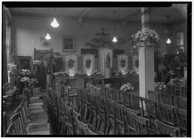 050860 - Onderwijs. 100 jaar bestaan van de kweekschool. Interieur feestzaal.