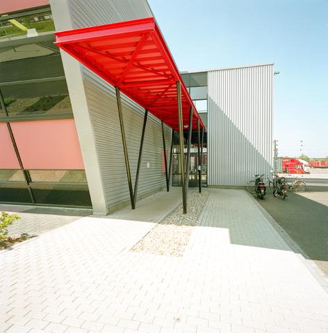 D-000214-1 - Pand van Gebr. Huybregts Logistiek Bv aan de Belle van Zuylenstraat 5 in 2012 overgenomen door Bakker Logistiek.  (Architectensamenwerking)