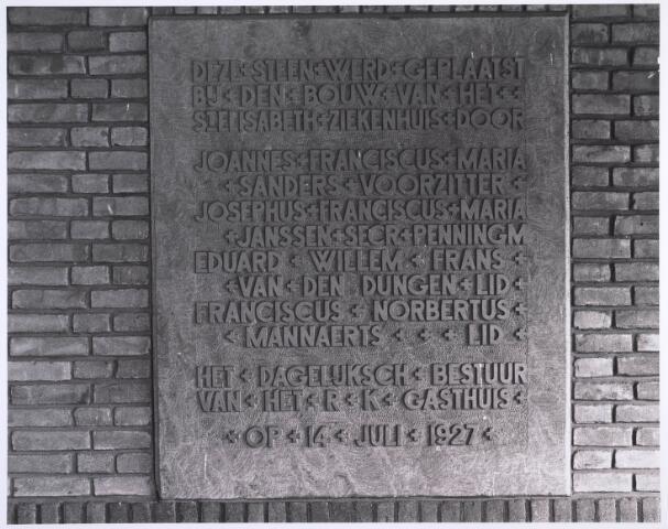 022970 - Elisabethziekenhuis. Gedenksteen ter herinnering aan de eerstesteenlegging voor het St. Elisabethziekenhuis 14 juli 1927