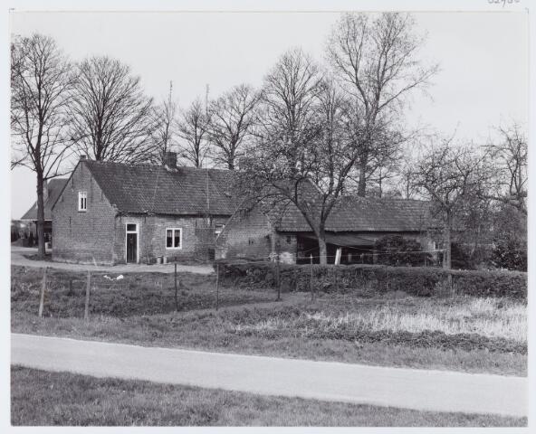 062768 - Woningen aan de Heuneindseweg 17 en 19; deze huizen stonden ongeveer in het verlengde Generaal Eisenhowerweg richting de Bosscheweg; ze zijn afgebroken voor woningbouw