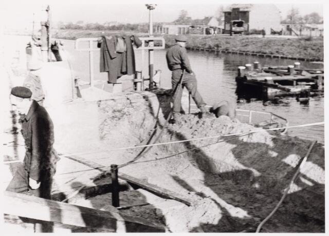012686 - WO2 ; WOII ; Tweede Wereldoorlog. Herstel. Herstelwerkzaamheden aan de vernielde draaibrug bij de Bosscheweg
