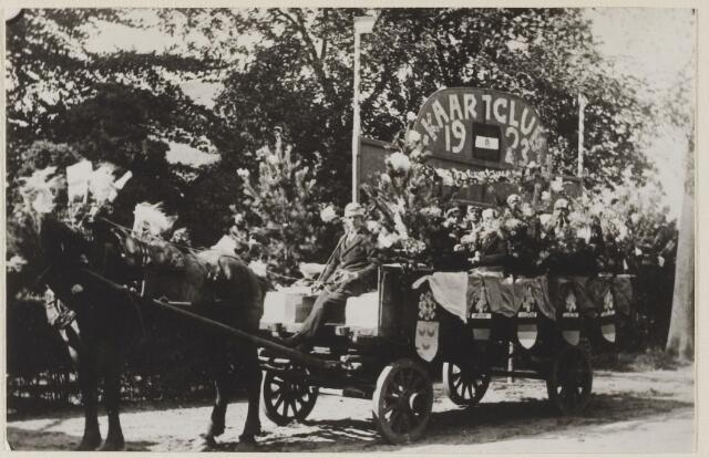 058757 - Regeringsjubileum van Koningin Wilhelmina in 1923. Kaartclub