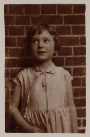 049078 - Marie Louise Thérese Anne de Beer, geboren te Tilburg op 26 juli 1923 (zie ook nr. 44408)