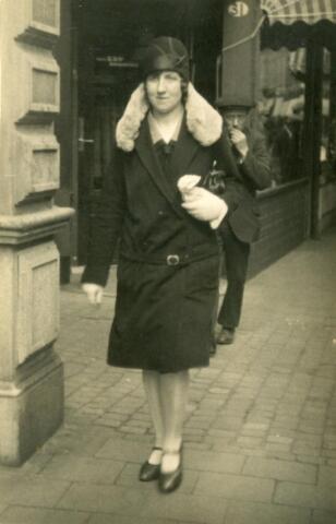 600547 - Henrica Petronella Philomena Somers, geboren te Tilburg op 24 juli 1903 en aldaar overleden op 15 maart 1983, dochter van Antonie Somers en Johanna Keunings.