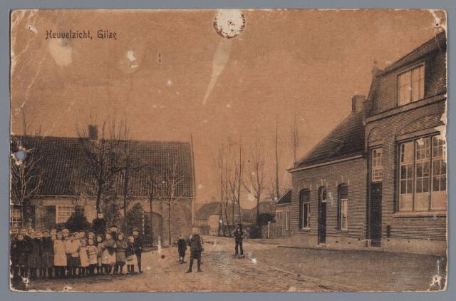 057787 - Gilze. Heuvelzicht, links café G. Kuipers. Rechts huishoudschool en woonhuis van P. Sprangers.