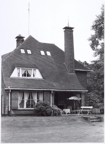 016295 - Gedeelte van de gevel van een villa aan de Bredaseweg