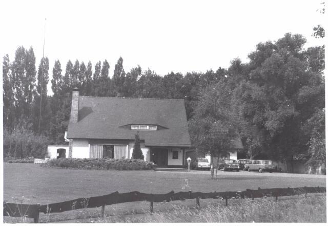 022034 - Villa van autohandelaar Roskam aan de Hilvarenbeekseweg eind juli 1976