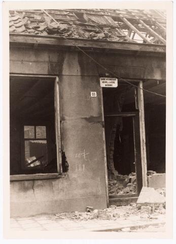 033753 - Het door brand verwoeste onbewoonbaar verklaarde woonhuis aan de Varkensmarkt 18