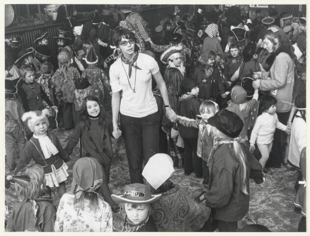 91126 - Made en Drimmelen. Carnaval in Made in 1973. Het Snotpinnekesbal.