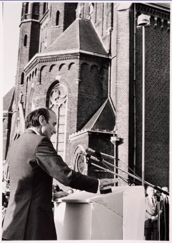 036094 - Stadhuisplein. Officiele ontvangst opening gedenknaald Obelisk.