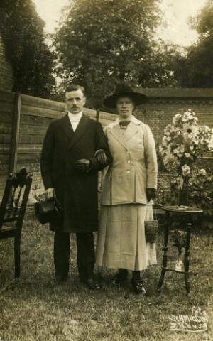 650412 - Schmidlin. Trouwfoto van aannemer Henricus C.J. Vervest en Gijsbertina M. der Kinderen, Tilburg 8 juli 1919.
