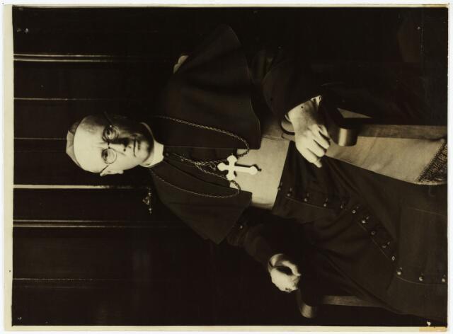 006414 - Mgr. Joannes Aerts, lid van de congregatie van M.S.C.,  op de dag van zijn 25-jarig priesterfeest in 1930. Op 30 november 1920 werd hij in de parochiekerk van St. Anna te Tilburg door mgr. Diepen tot bisschop gewijd, waarna hij als apostolisch vicaris van Nederlands Guinea en de Molukken werkzaam was.