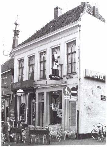 021820 - Cafétaria Van Dam aan de Heuvelstraat, voorheen Zomerstraat anno 1974
